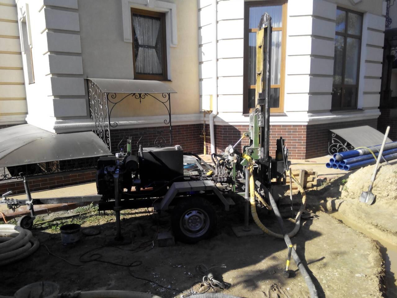 Бурение скважины на Петропавловской Борщаговке.Скважина пробурена на 37 метров